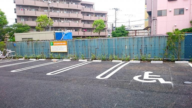建物外観・駐車場